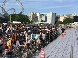 The line for the concert goods!